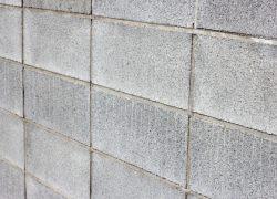 対応はお早めに!コンクリートブロックとコンクリート平板の清掃と汚れ防止方法